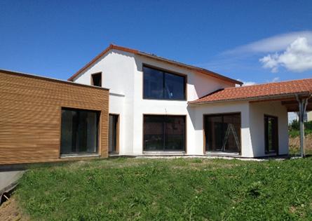 Maison bois avec crépi et toits terrasses