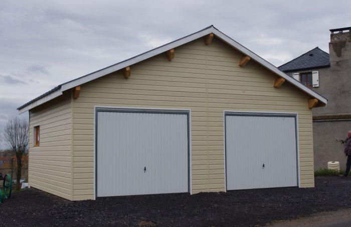 Garage avec bardage sans entretien et mezzanine